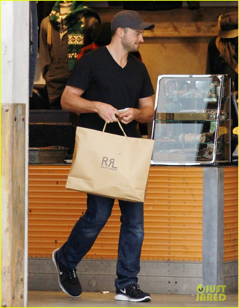 tom welling short buzz cut at rrl ralph lauren store 03