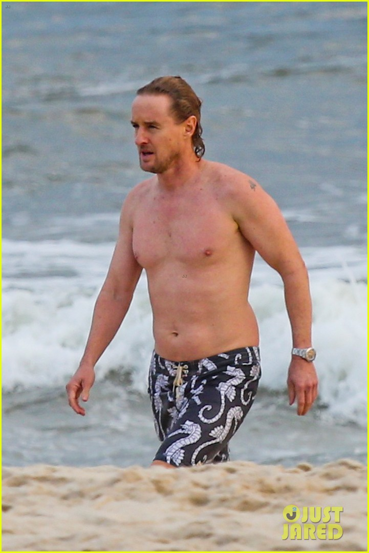 owen wilson shirtless in rio 04