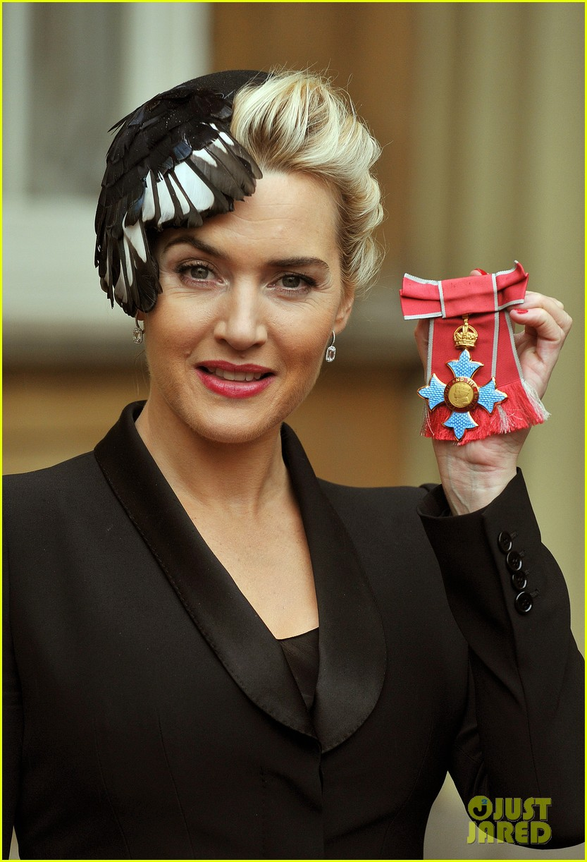 kate winslet receives cbe drama award at buckingham palace 04