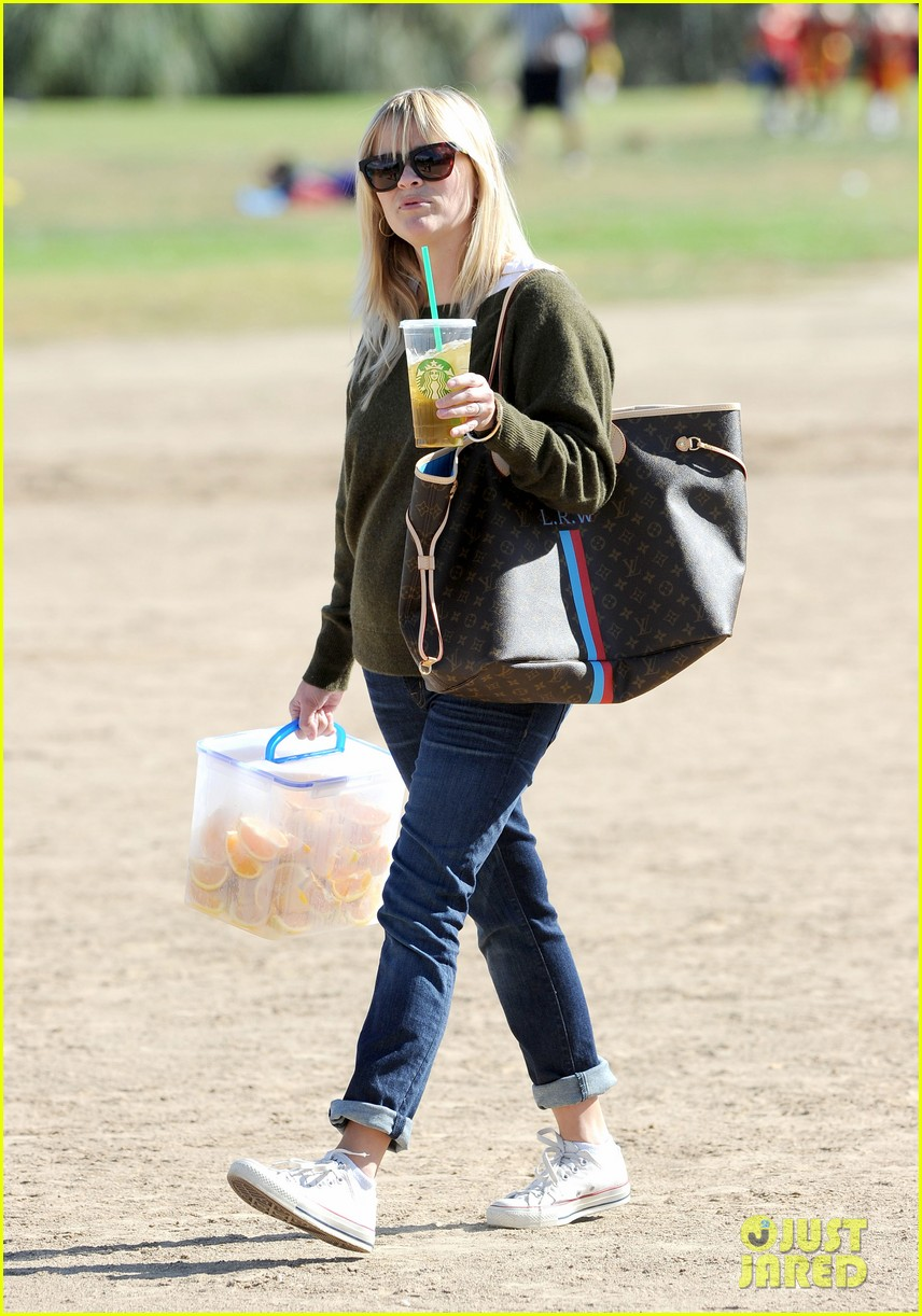 reese witherspoon ryan phillippe attend deacons soccer game 01