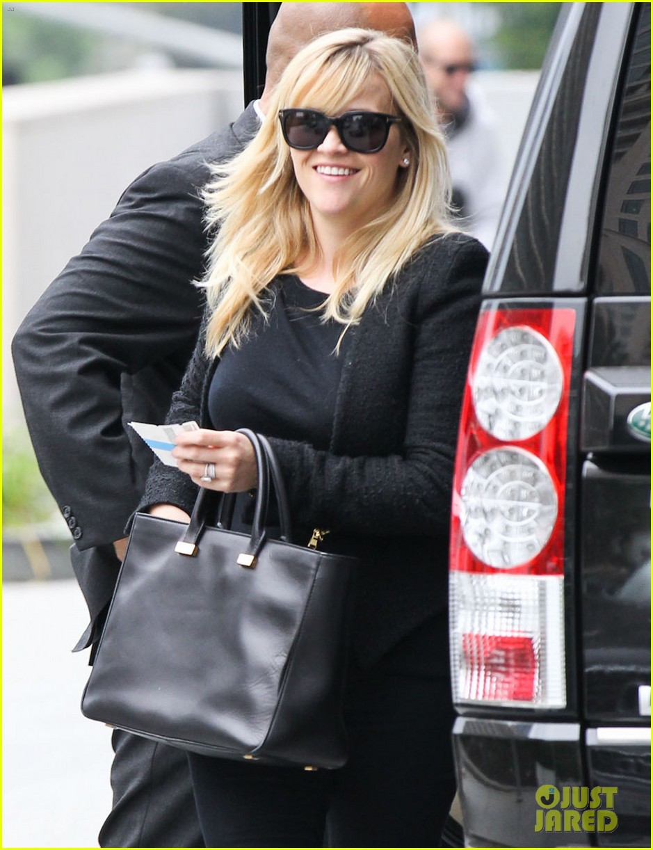 reese witherspoon afternoon business meeting 02