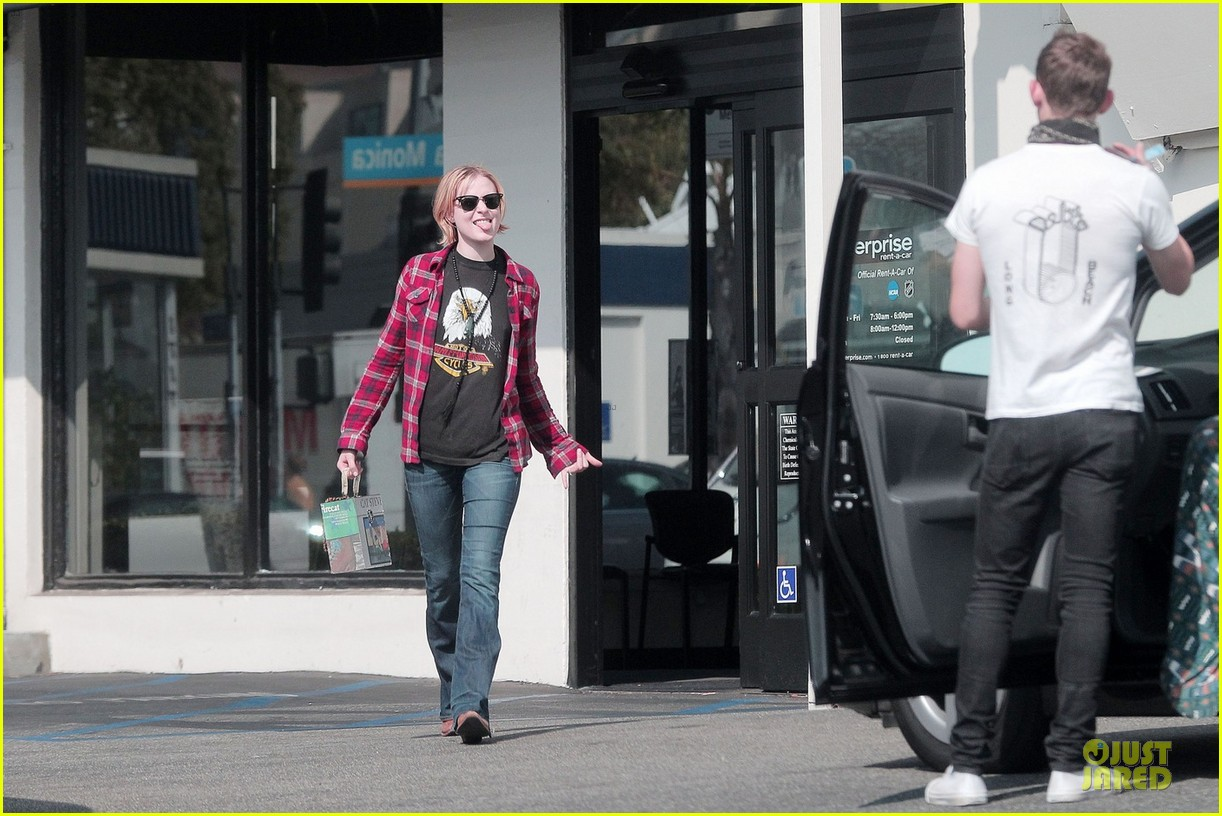 evan rachel wood jamie bell post wedding stop in santa monica 06