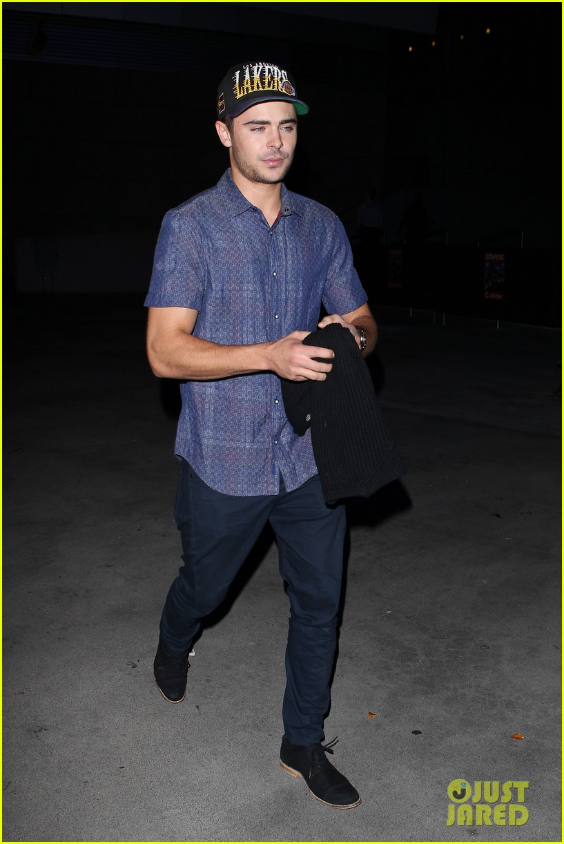 zac efron loves the lakers 05