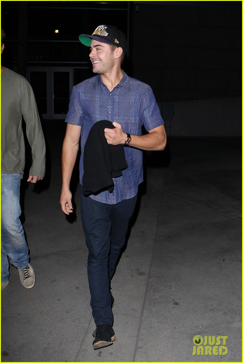 zac efron loves the lakers 102757282