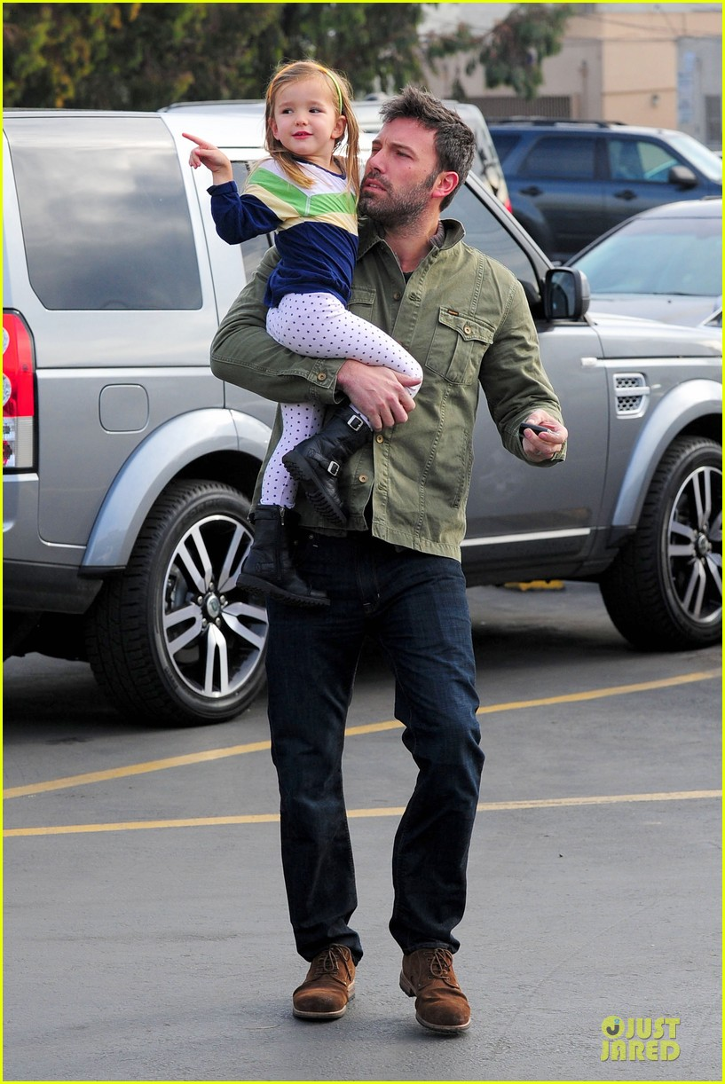 ben affleck & seraphina baskin robbins stop 01