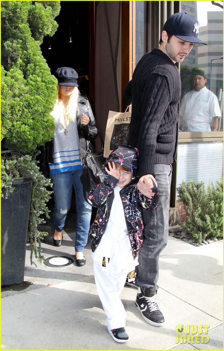 christina aguilera houstons lunch with karate boy max 12