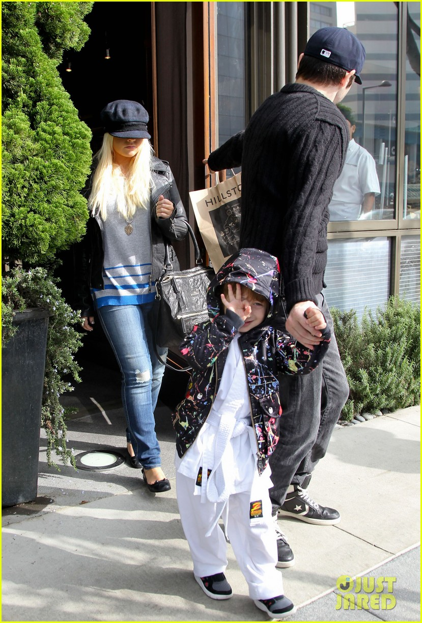 christina aguilera houstons lunch with karate boy max 14
