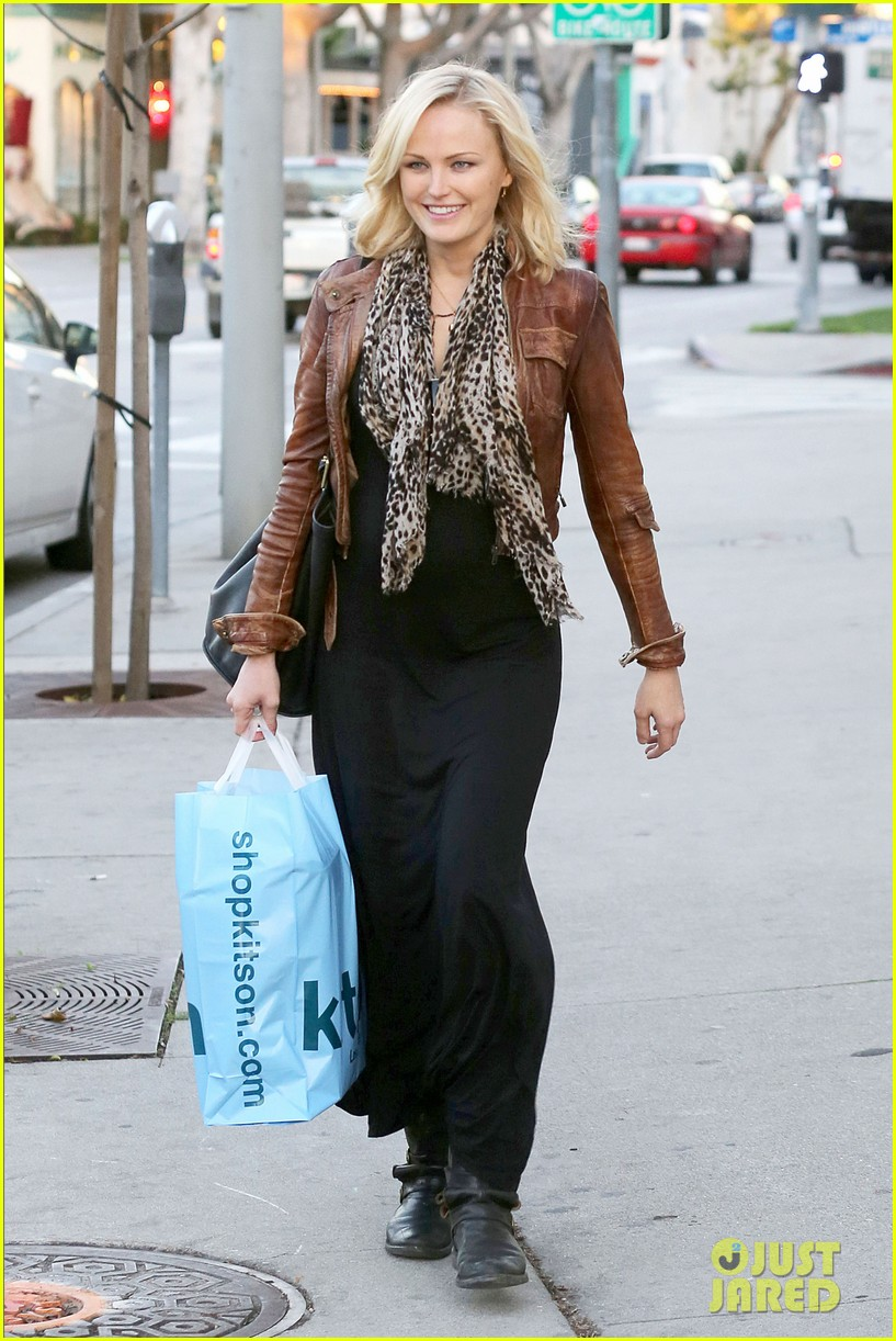malin akerman kitson christmas shopper 06