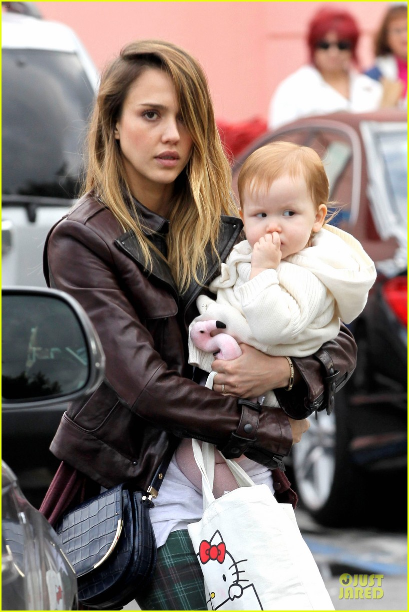 jessica alba & haven last minute holiday shopping with mother catherine 02