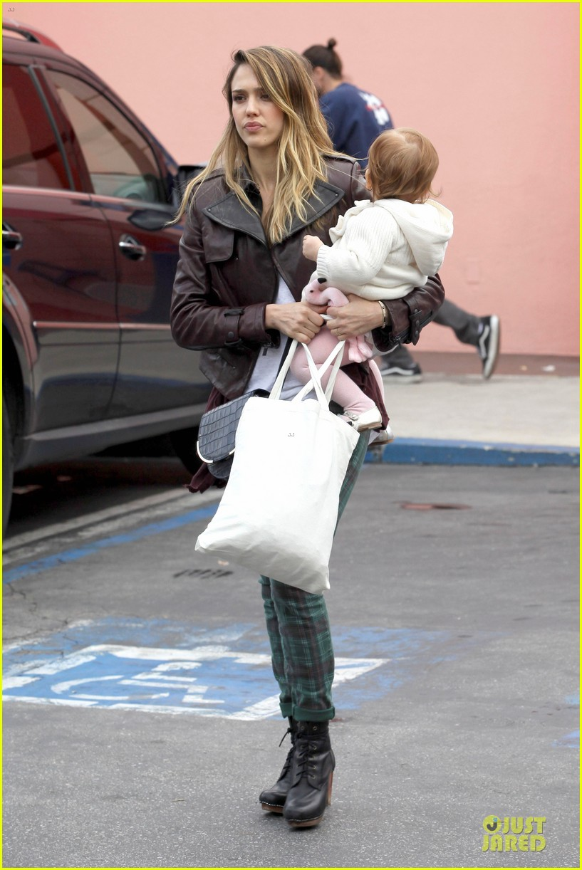 jessica alba & haven last minute holiday shopping with mother catherine 062780214
