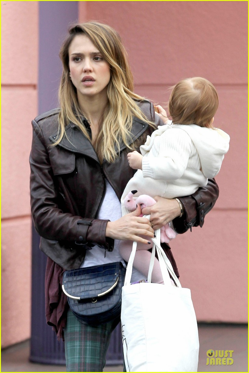 jessica alba & haven last minute holiday shopping with mother catherine 072780215