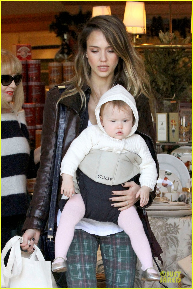 jessica alba & haven last minute holiday shopping with mother catherine 08