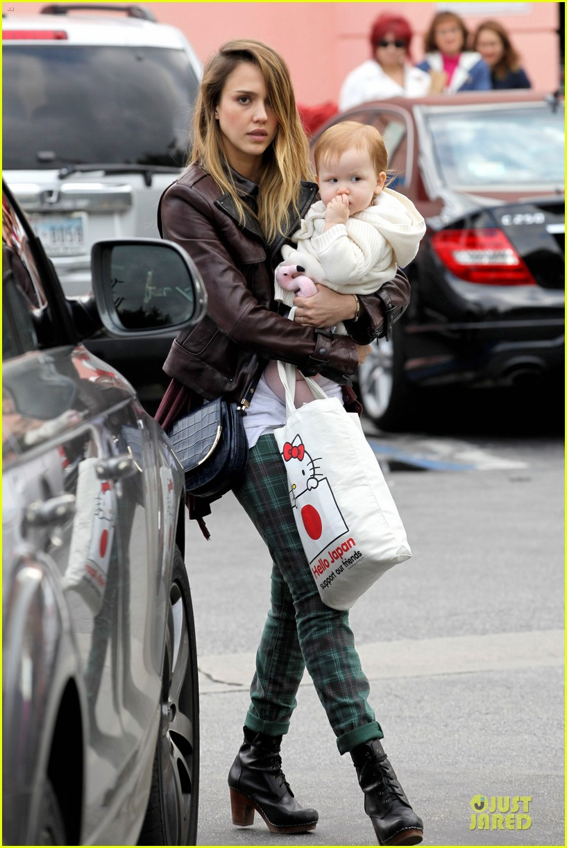 jessica alba & haven last minute holiday shopping with mother catherine 132780221
