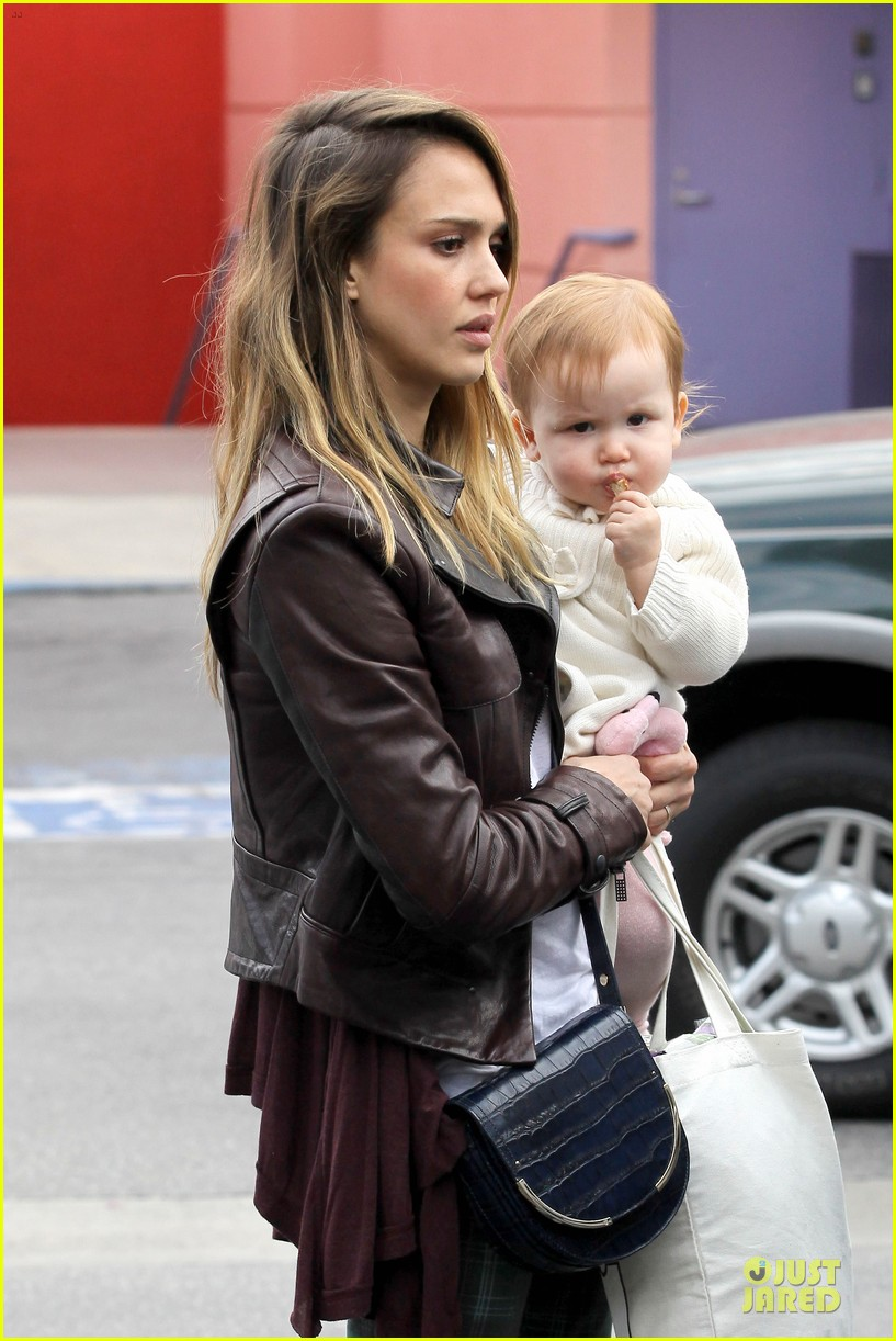 jessica alba & haven last minute holiday shopping with mother catherine 14