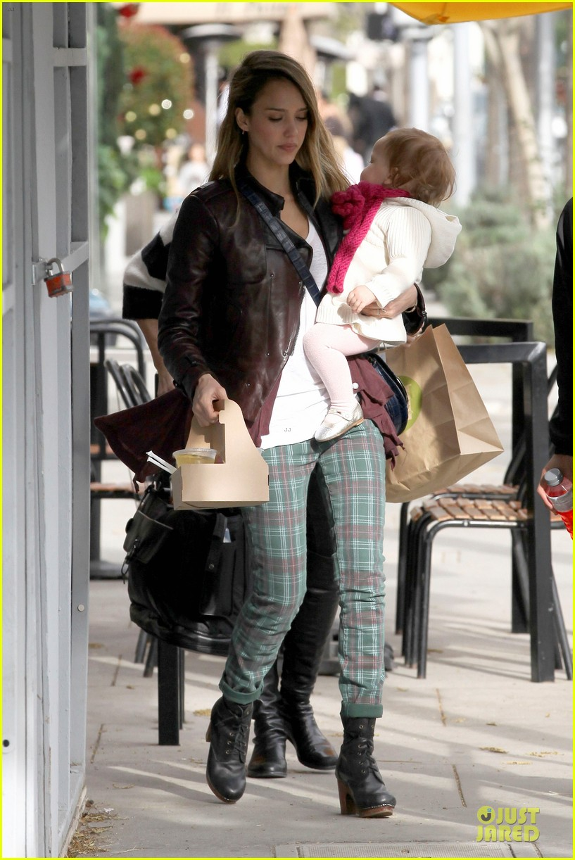 jessica alba & haven last minute holiday shopping with mother catherine 17