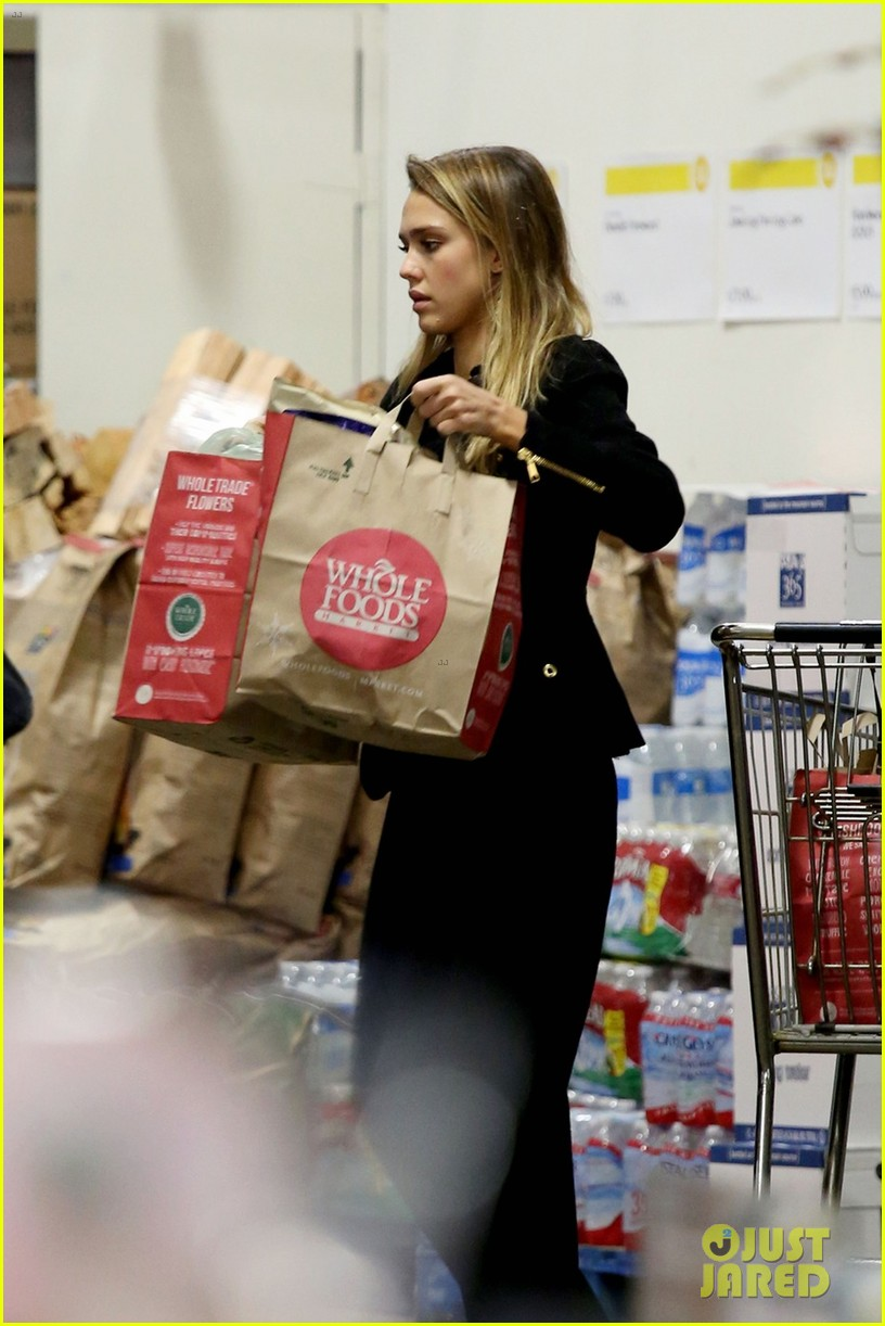 jessica alba whole foods shopper 012781678
