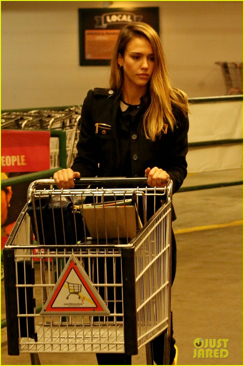 jessica alba whole foods shopper 042781681