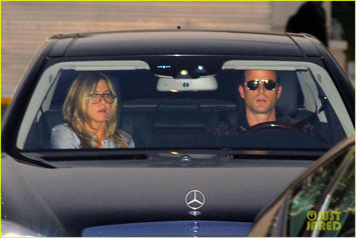 jennifer aniston justin theroux barneys new york shoppers 032772102