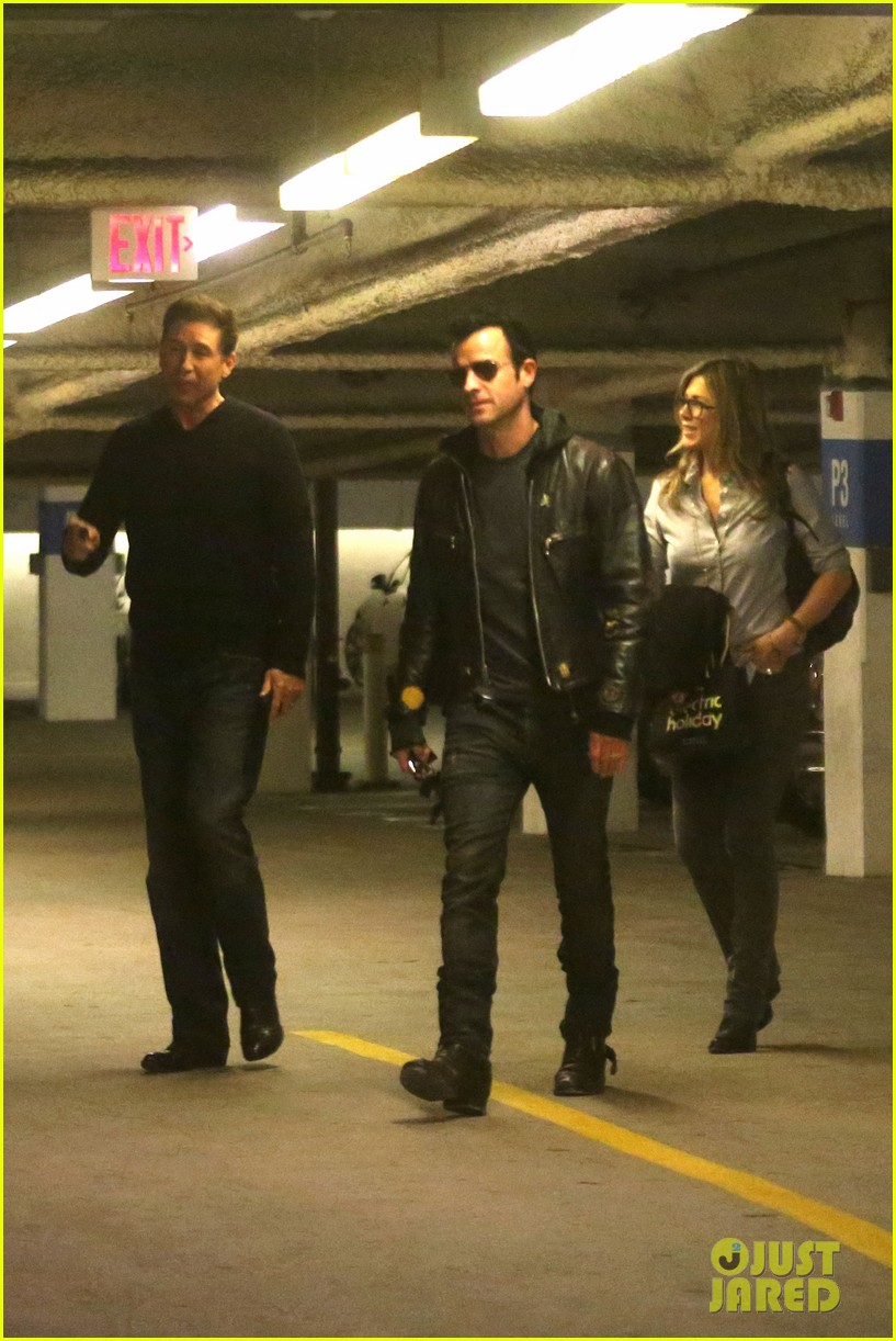 jennifer aniston justin theroux barneys new york shoppers 23