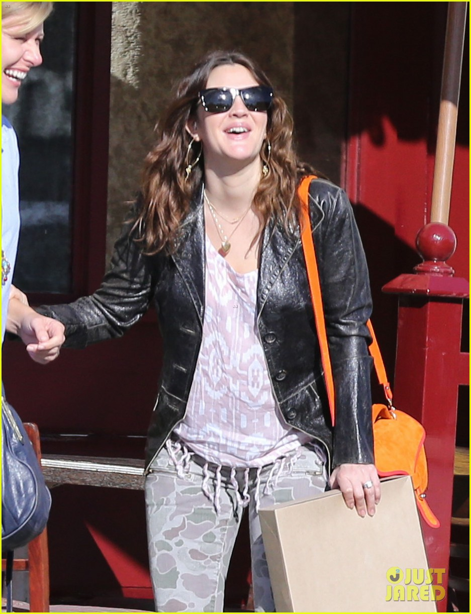 drew barrymore laughing at lunch 14
