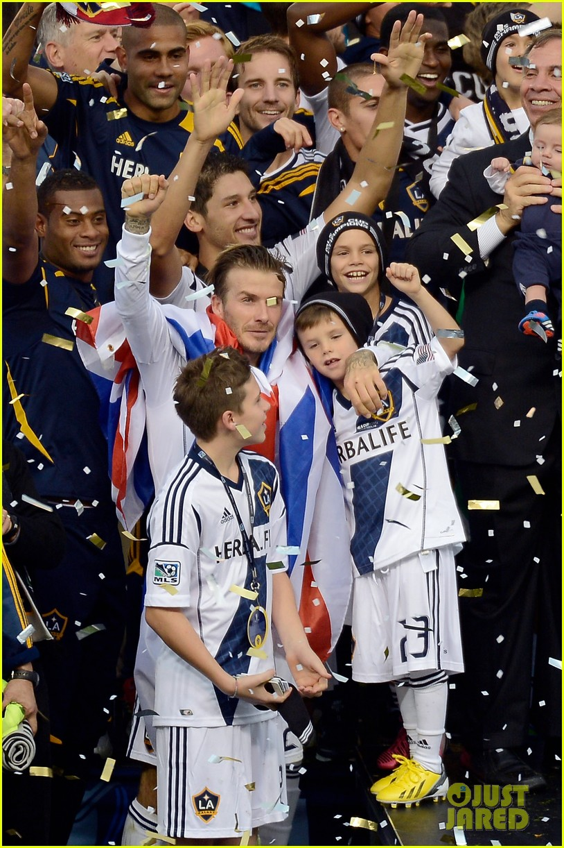 david beckham celebrates final galaxy win with his sons 22