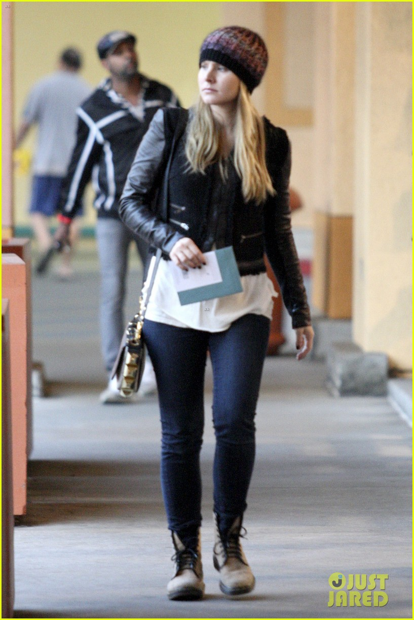 kristen bell holiday card shopper 05