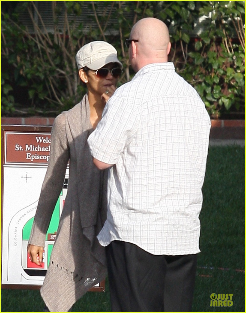 halle berry ex husband eric benet prays for nahla 142769200