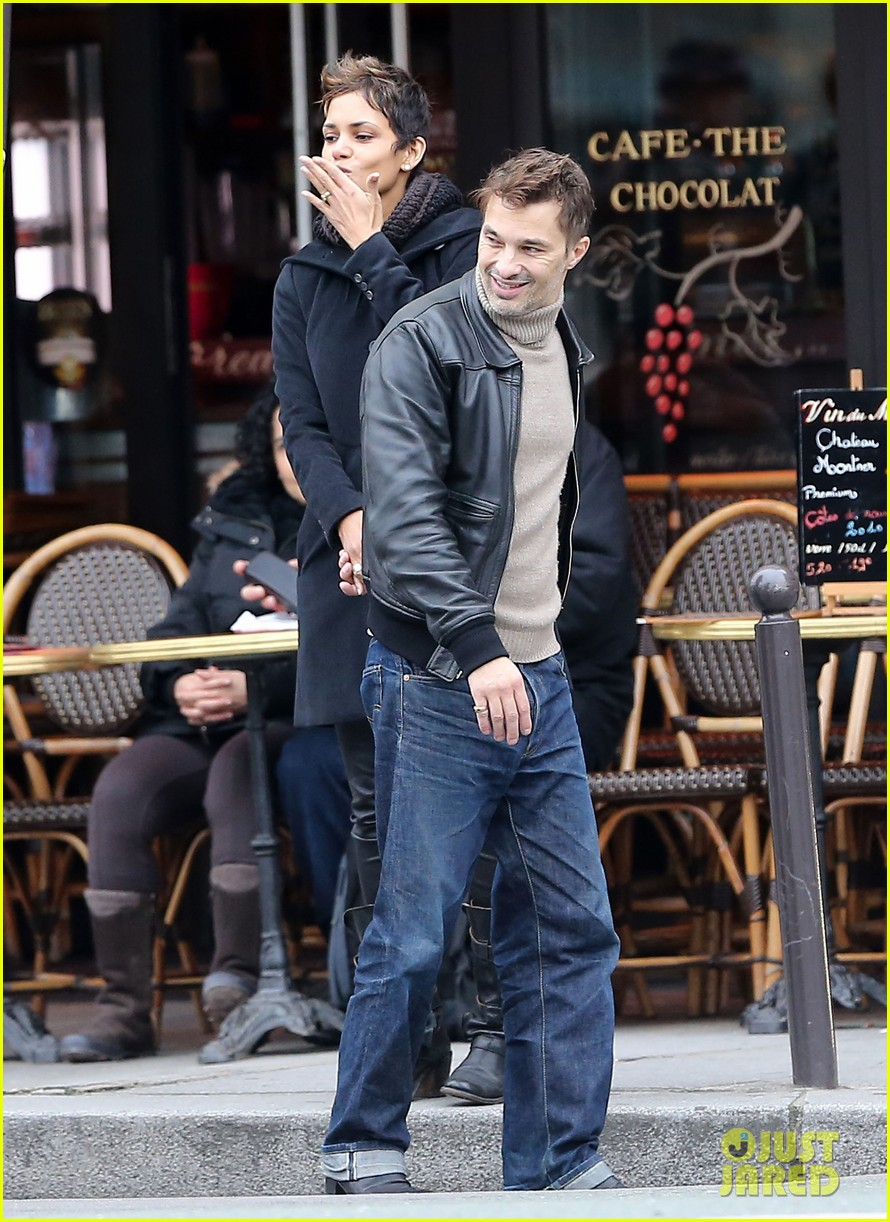 halle berry olivier martinez visit churches in paris 012780072