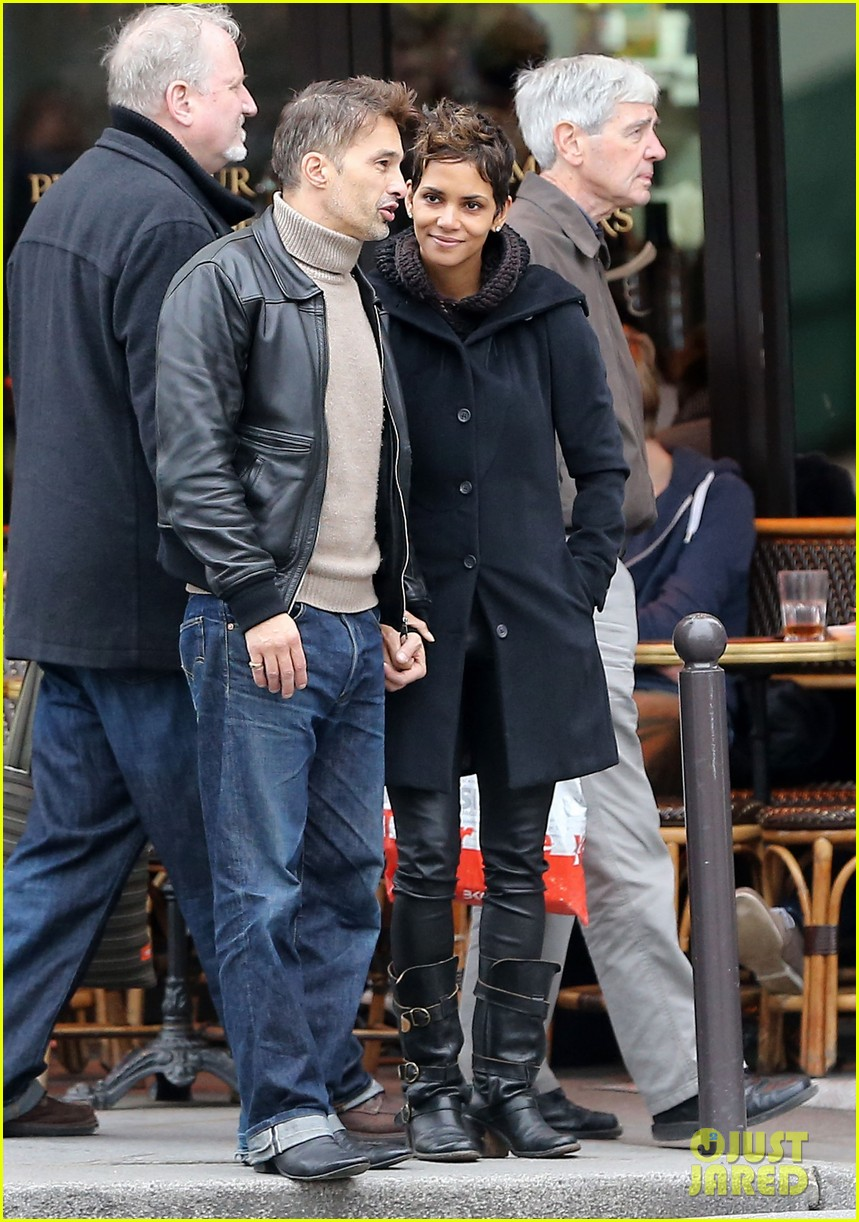 halle berry olivier martinez visit churches in paris 10