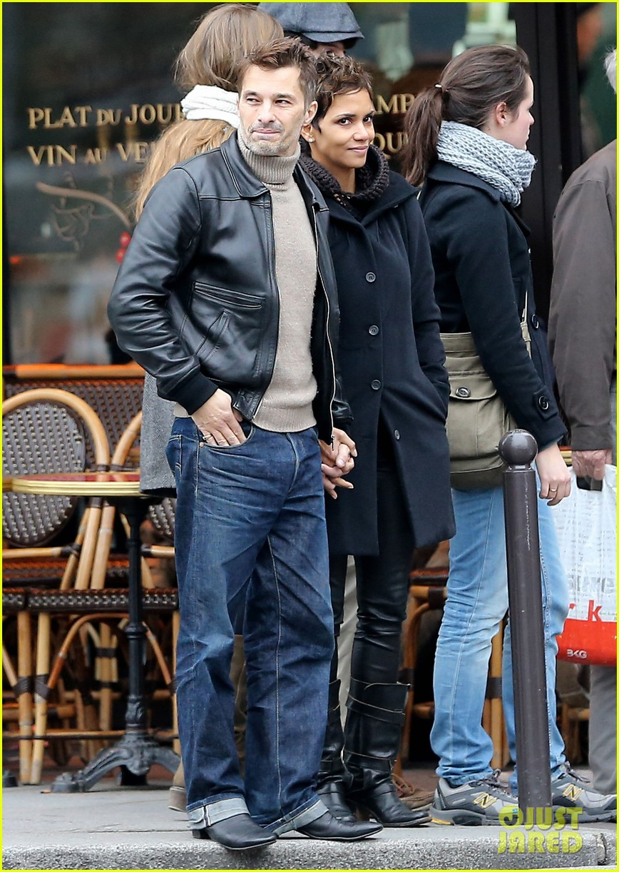 halle berry olivier martinez visit churches in paris 12