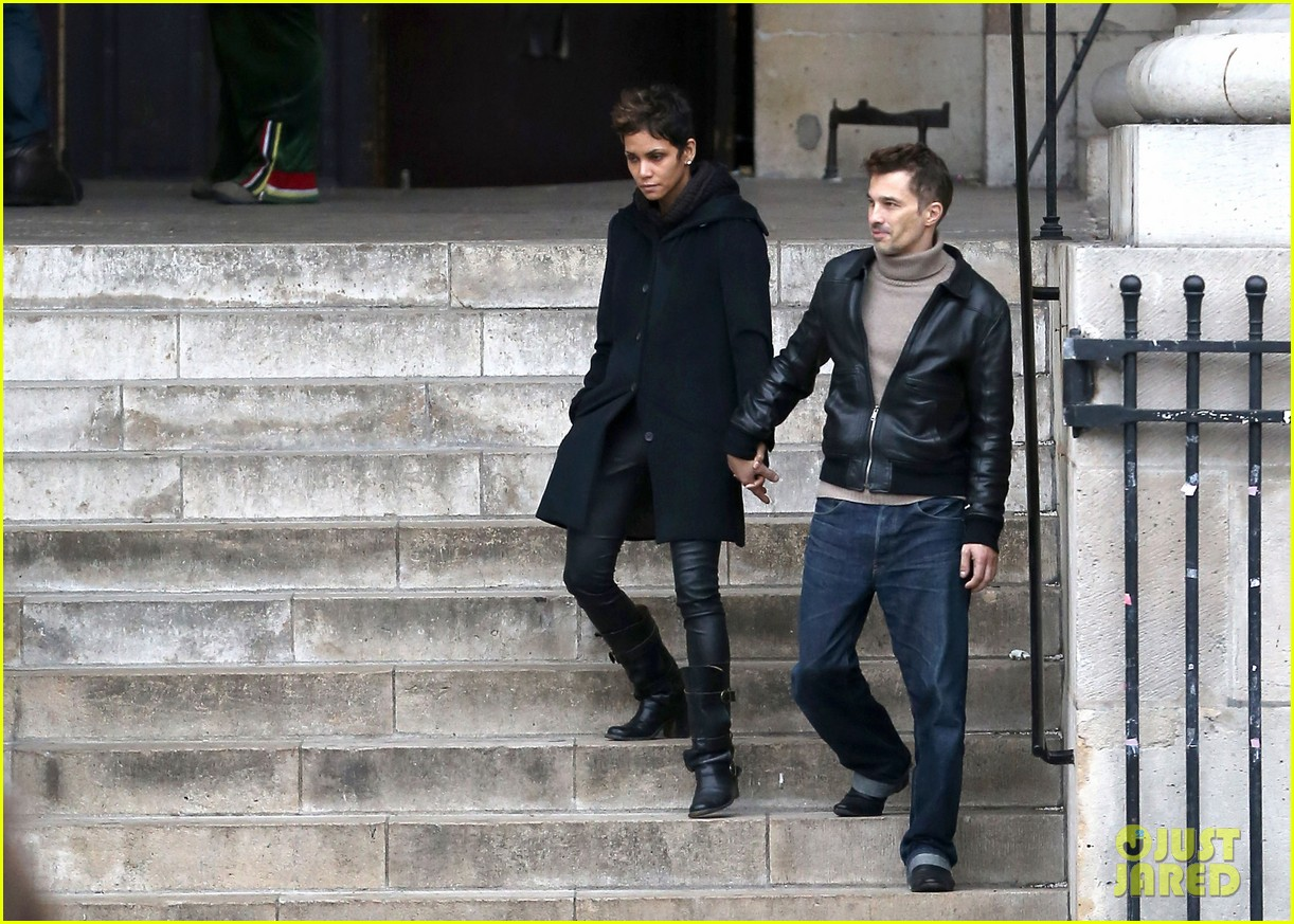 halle berry olivier martinez visit churches in paris 212780092