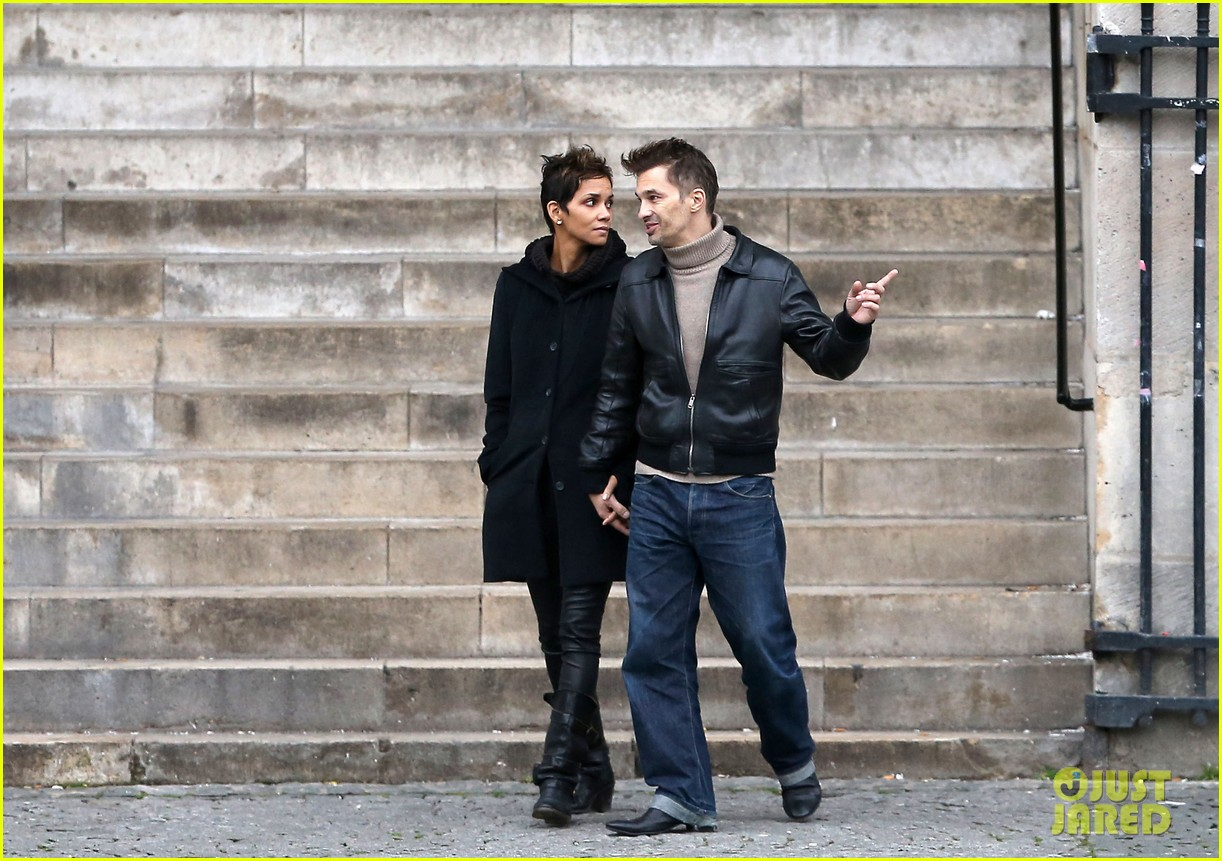 halle berry olivier martinez visit churches in paris 23