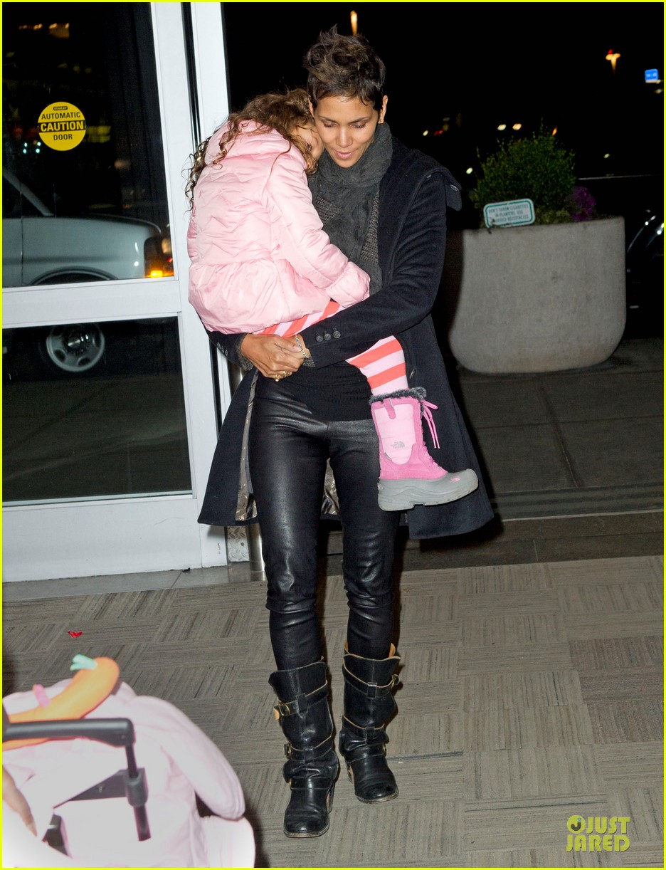 halle berry & nahla post christmas reunion 01