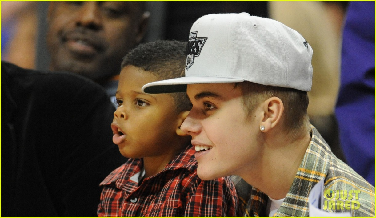justin bieber cheers on the clippers 012781704