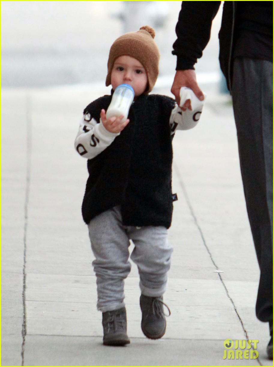 orlando bloom christmas shopping with flynn 05