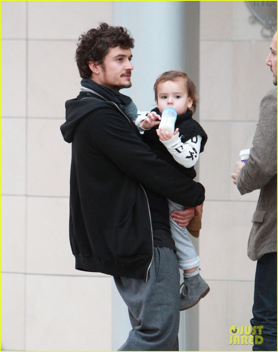 orlando bloom christmas shopping with flynn 09