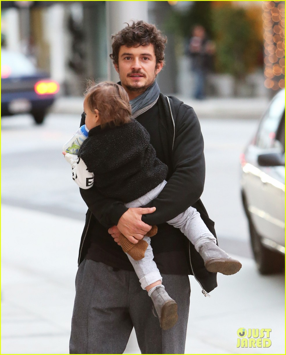 orlando bloom christmas shopping with flynn 18