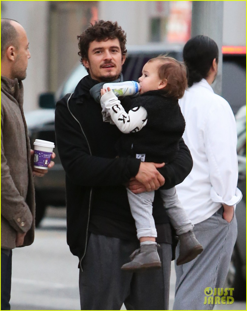 orlando bloom christmas shopping with flynn 25