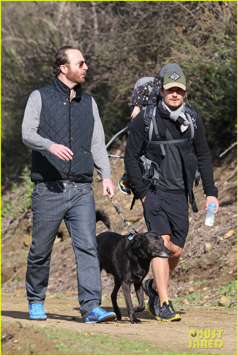 orlando bloom runyon canyon hike with flynn 05