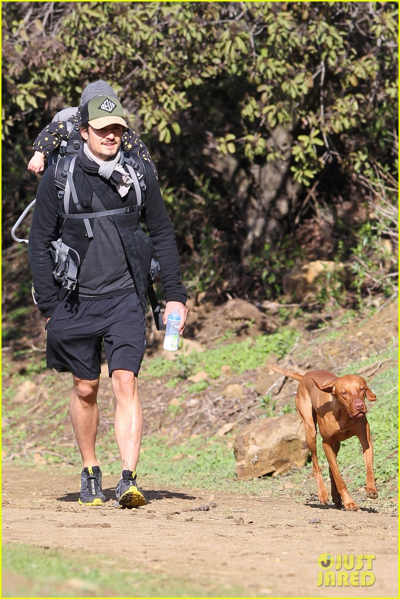 orlando bloom runyon canyon hike with flynn 09