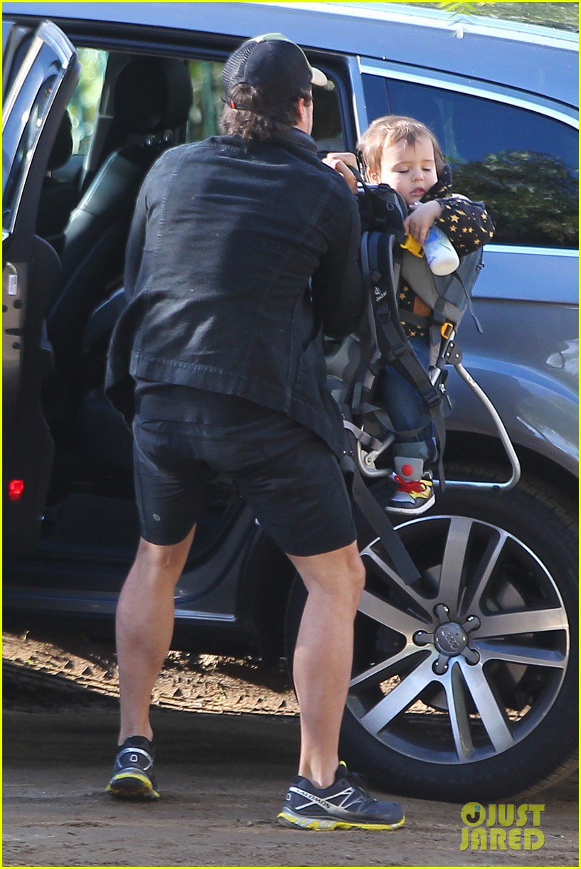 orlando bloom runyon canyon hike with flynn 142782393