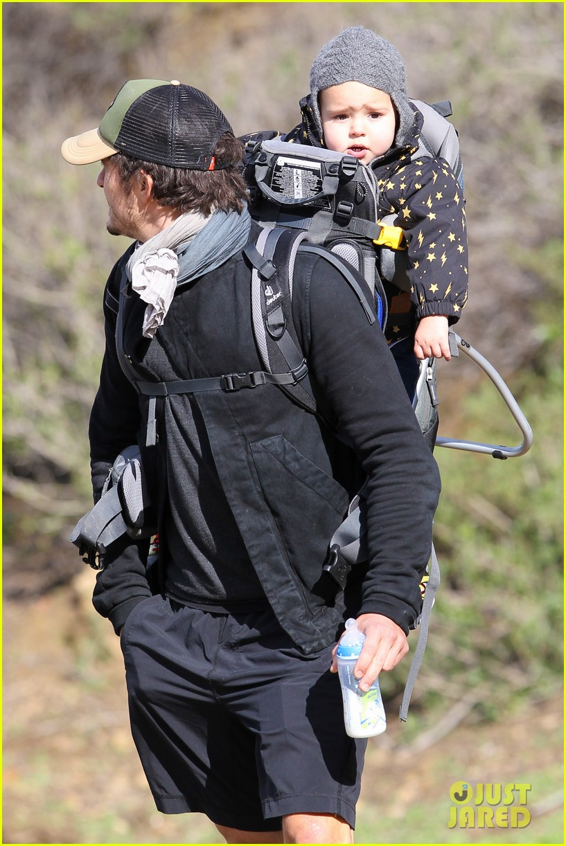 orlando bloom runyon canyon hike with flynn 31