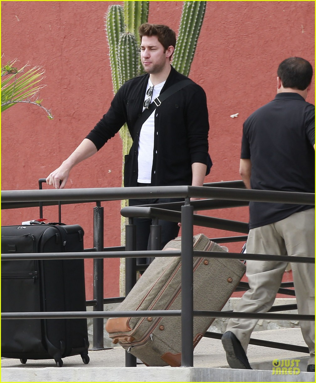 emily blunt & john krasinski arrive at jennifer aniston cabo crib 02