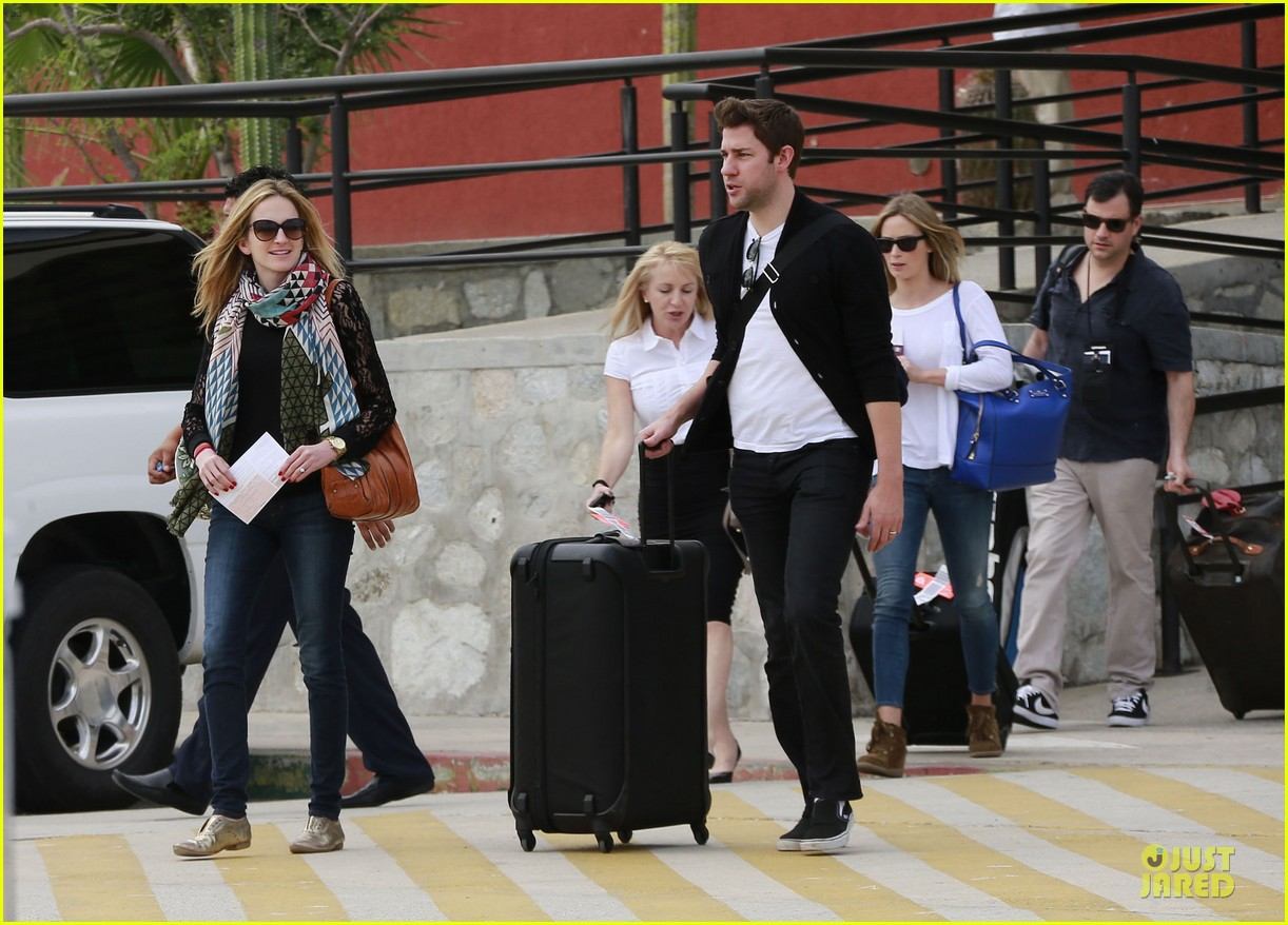 emily blunt & john krasinski arrive at jennifer aniston cabo crib 032781857