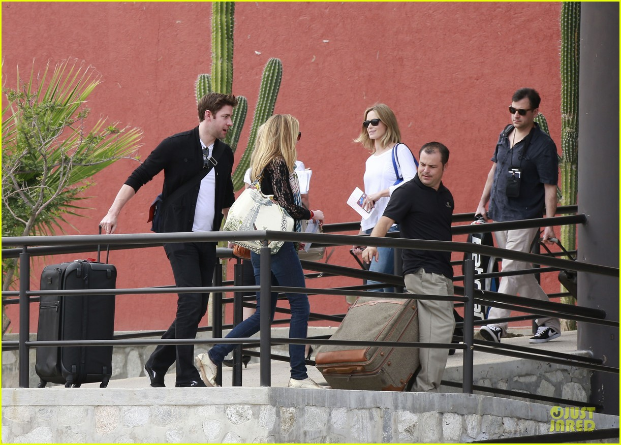 emily blunt & john krasinski arrive at jennifer aniston cabo crib 102781864