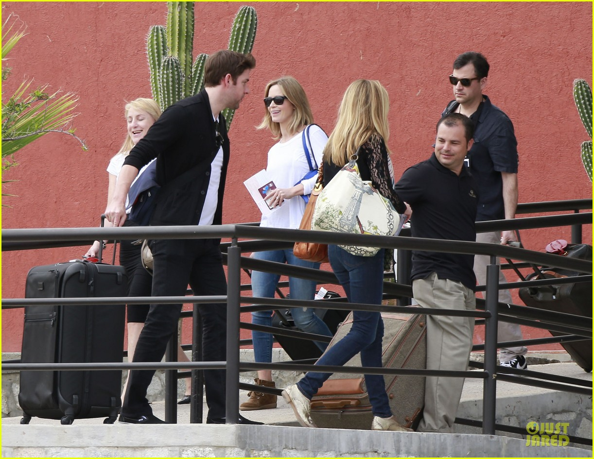 emily blunt & john krasinski arrive at jennifer aniston cabo crib 112781865