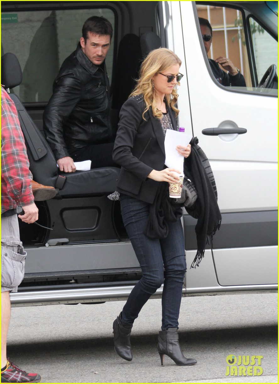 emily vancamp films revenge josh bowman is da man 01