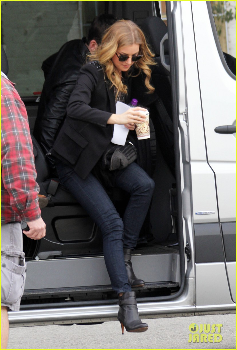 emily vancamp films revenge josh bowman is da man 112775723