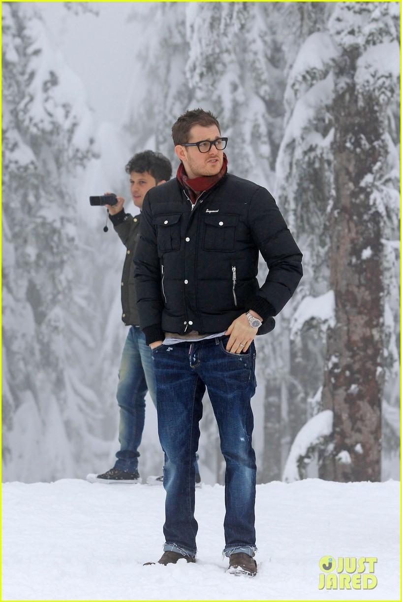 michael buble luisana lopilato snowy sweethearts 032781630