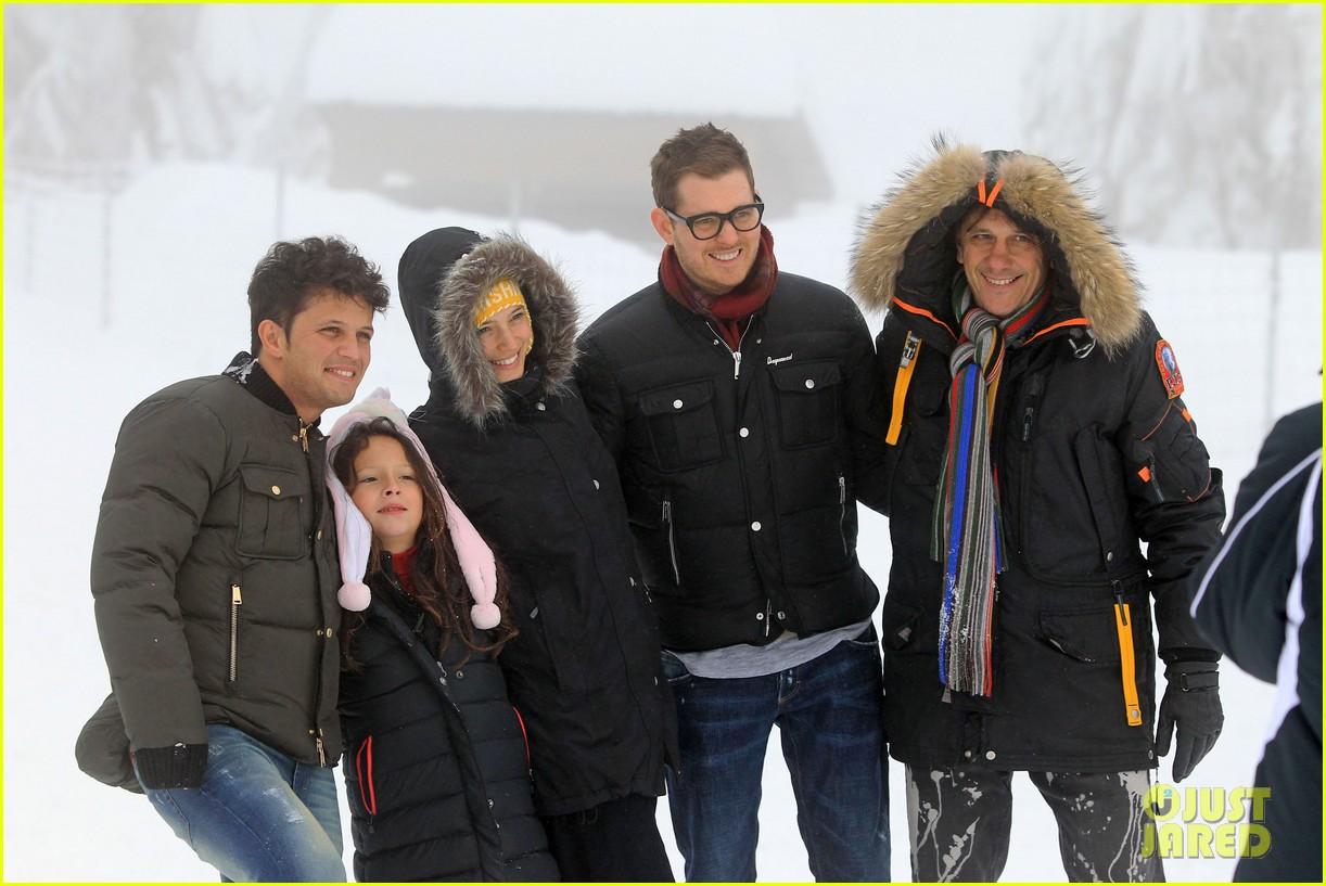 michael buble luisana lopilato snowy sweethearts 042781631